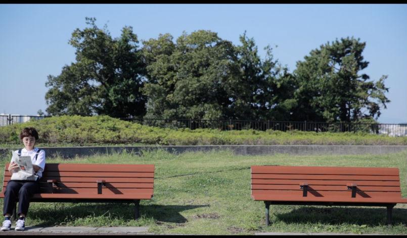 ベンチと女の子3