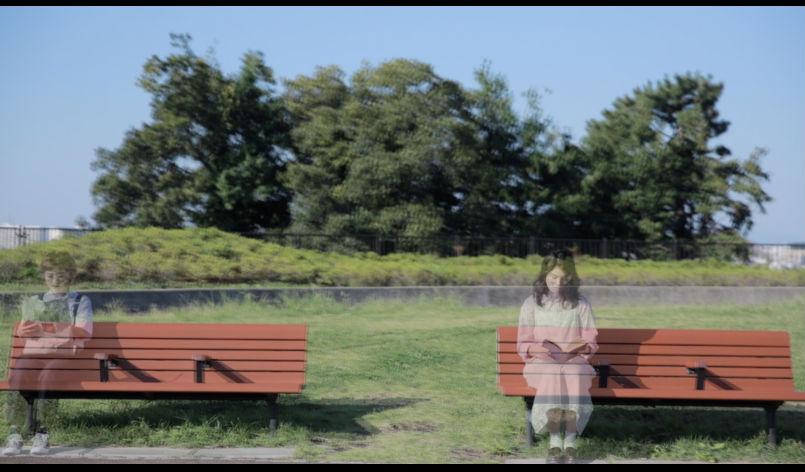 ベンチと女の子2