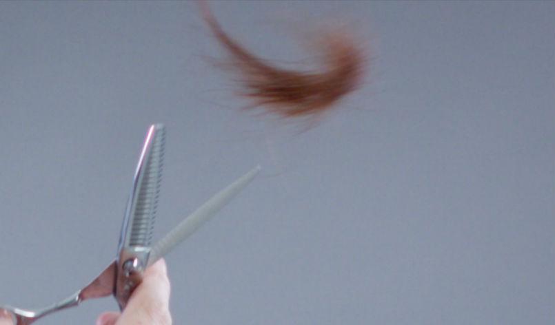 毛を投げる